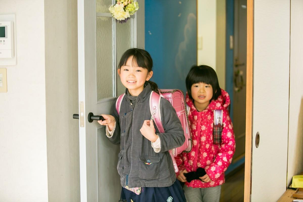 学校が終わって、メリーに到着(学校からメリーまで、スタッフが送迎します)  「今日も一日学校頑張ったね!」「おかえりなさい。」